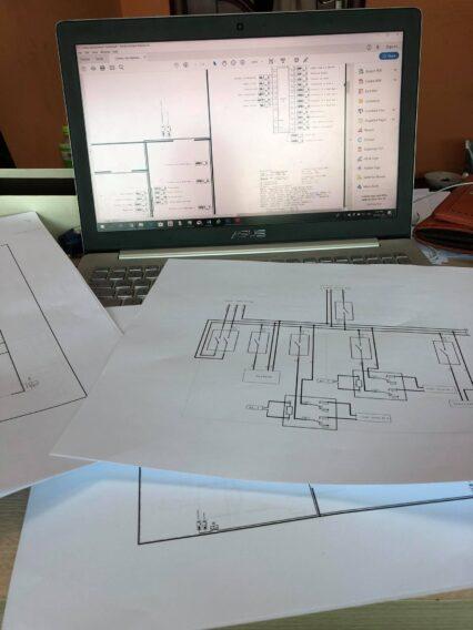 Bản thiết kế hệ thống máy trong escape room tại Miss Terry